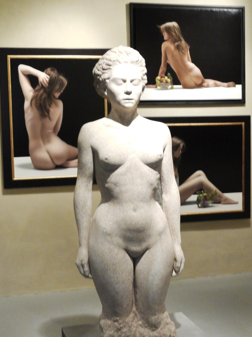 Nudes in a Museum (1)